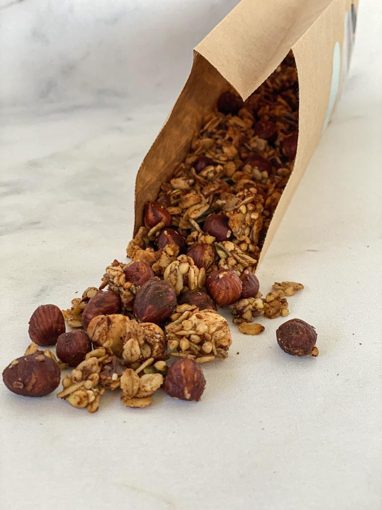 De kaneel granola is niet alleen een feestje voor je neus maar ook voor je mond. Als je de granola eens zou kunnen ruiken als het net uit de oven… View Details