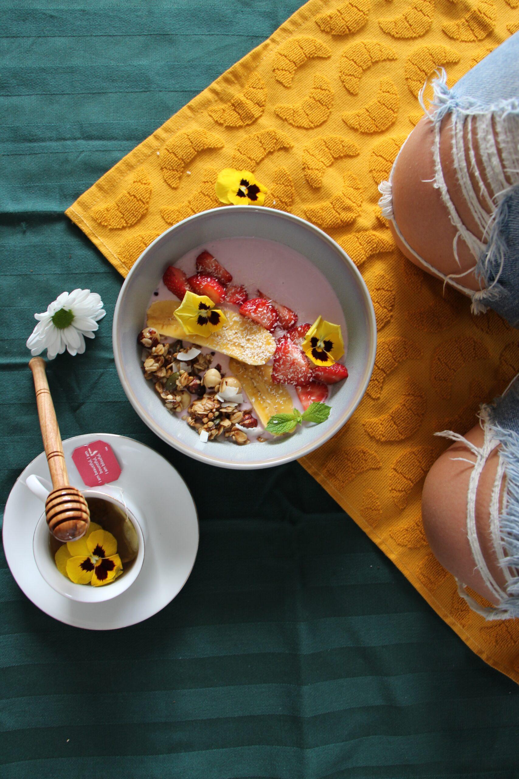 Granola_smoothie_bowl