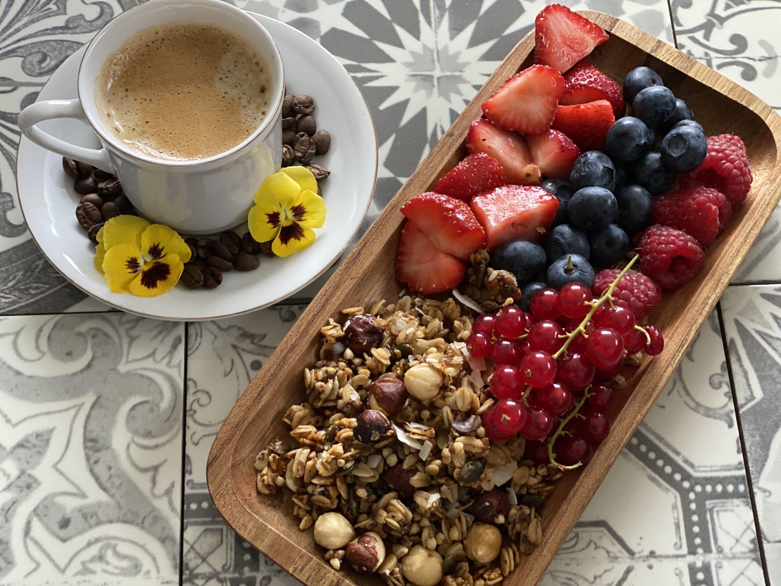 rood_fruit_granola_koffie