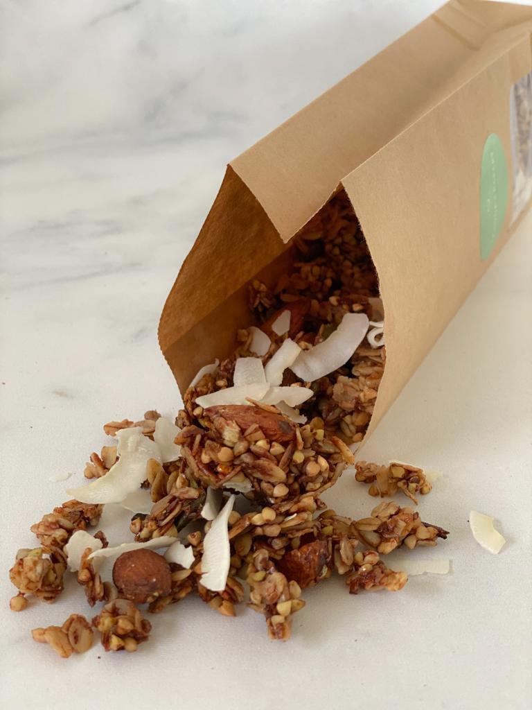 Onze best verkochte smaak; de kokos maar dan vegan. Een echte musthave voor elke ontbijt liefhebber, onze kokos granola is werkelijk overal bij te combineren en doet het altijd goed.… View Details
