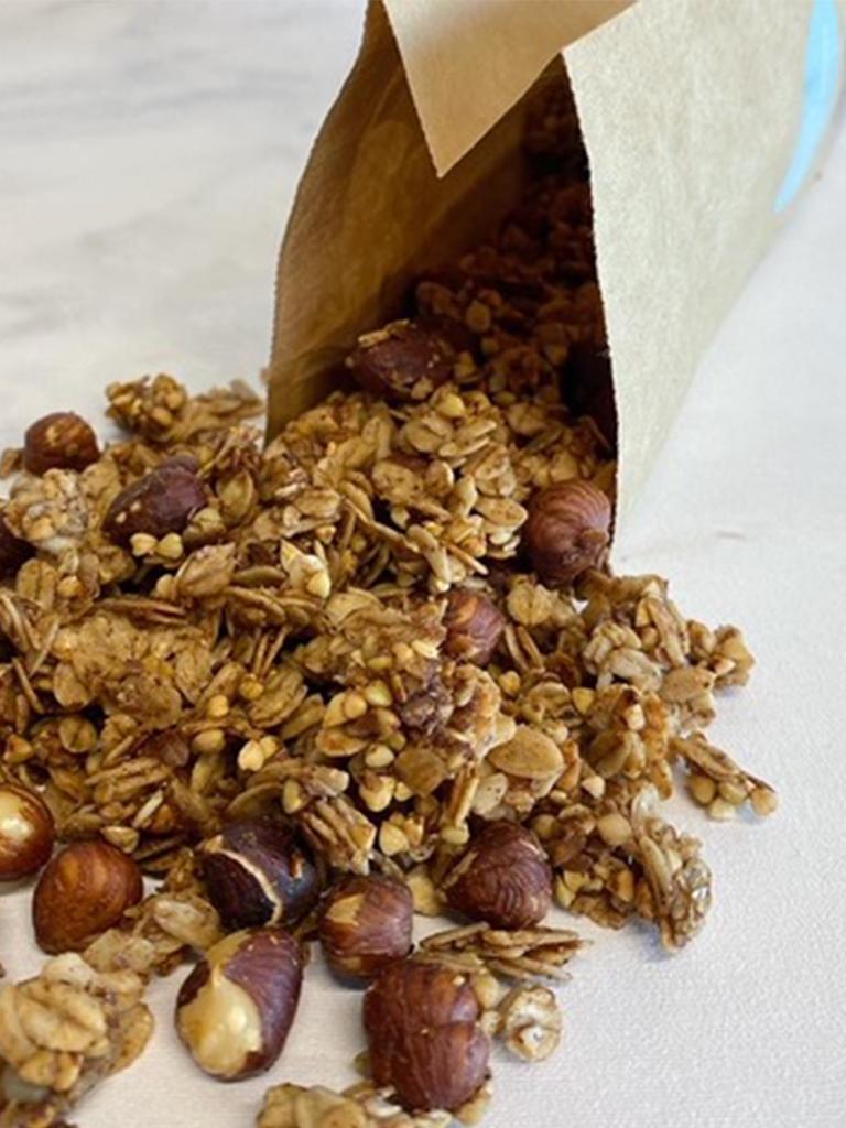 Een echte wintersmaak die in de decembermaand niet mag ontbreken op de ontbijttafel. Granola met speculaas smaak en heuse speculaas stukjes voor nog meer bite aan je ontbijt.… View Details