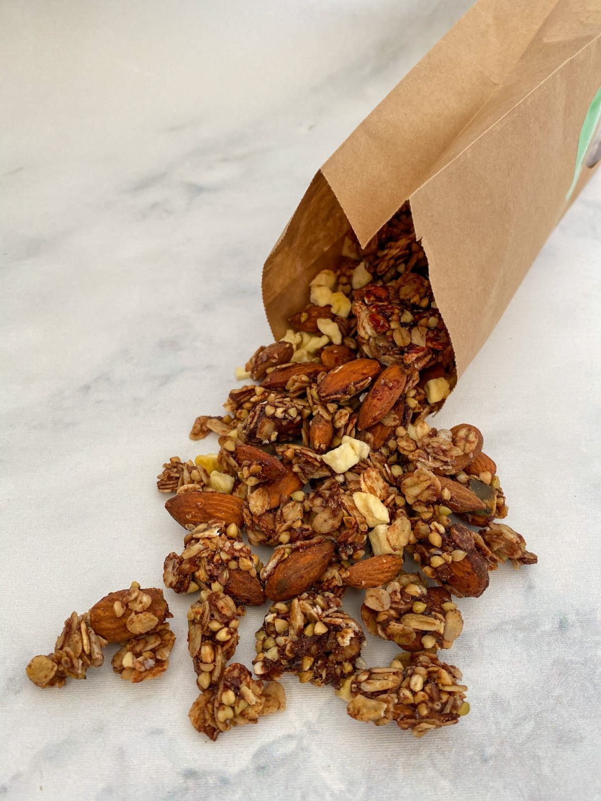 Oh yes, onze best seller is er nu ook vegan! De heerlijke smaak en geur van kaneel gecombineerd met echte appelstukjes. Deze smaak maakt je granola moment echt helemaal compleet.  … View Details