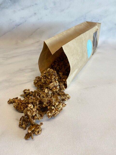 Allergisch voor noten maar toch op zoek naar een lekkere granola met een goede bite? Zoek niet verder, wij hebben hem voor je! Een krokante granola met de heerlijke smaak… View Details