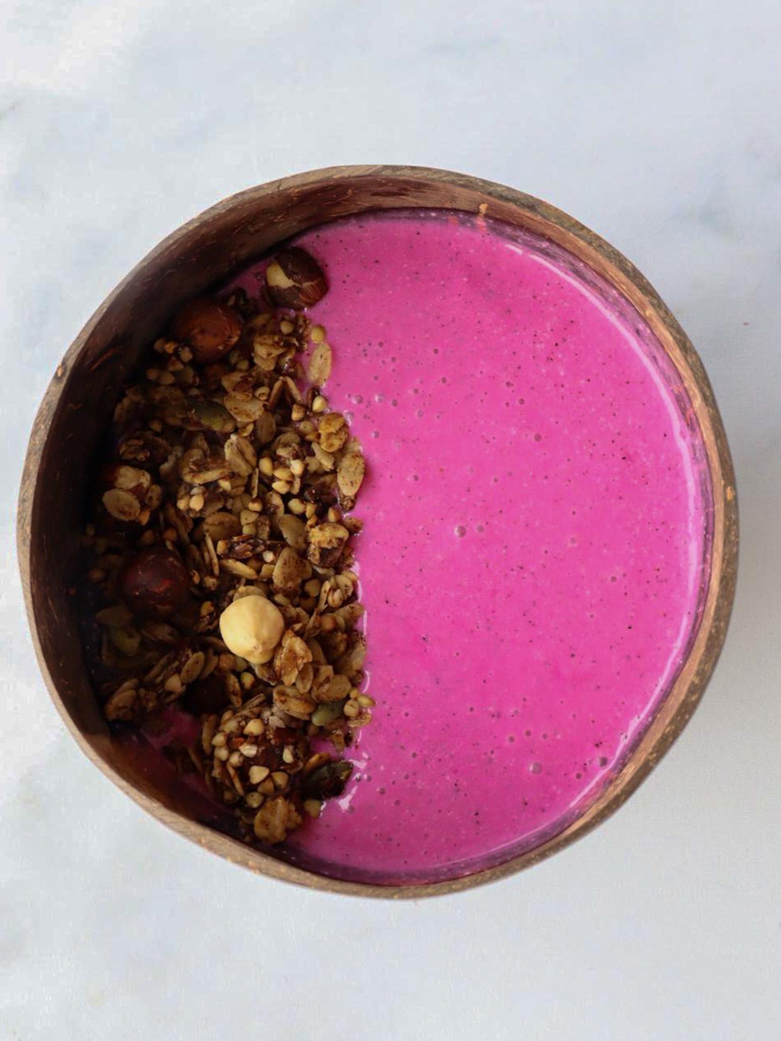 De mooie roze dragonfruit is super smaakvol en vol met antioxidanten, vitamines en mineralen. Naast een gezonde fruitbom ook nog eens een plaatje met zijn mooie roze kleur.  Neem voor 1… View Details