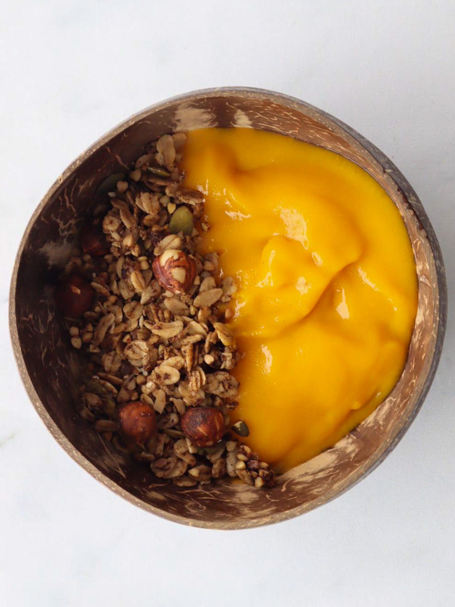 Een tropisch ontbijt en/of lunch maak je in een handomdraai met de mango fruitpuree! Alleen de hoge kwaliteit 'Alfonoso' mango's worden gebruikt voor in deze puree.  Neem voor 1 bowl twee… View Details